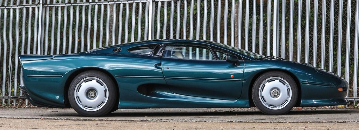 Jaguar XJ220 photo