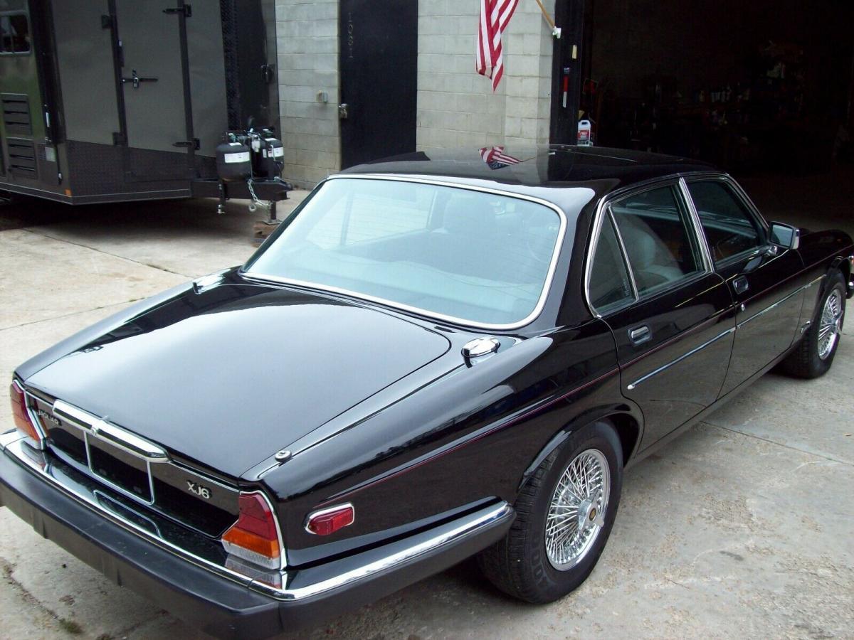 Jaguar & Daimler XJ Series 1, 2 & 3 photo